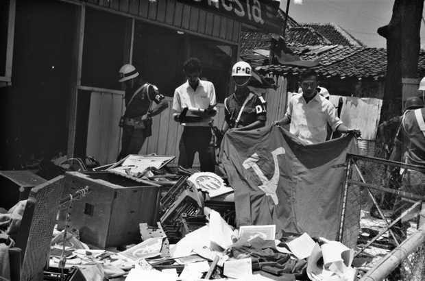 Gambar Palu Arit di Kramat Raya 1965
